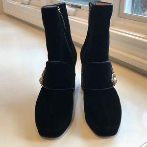 Gucci Shoes - SOLD!! NIB Gucci glitter heel bee velvet boot. 8.5